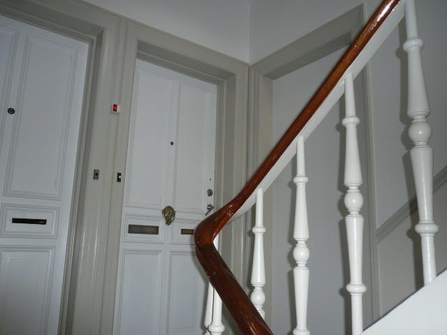 trappeopgang_med_hvidt_gelænder_3