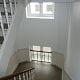 trappeopgang_med_hvidt_gelænder