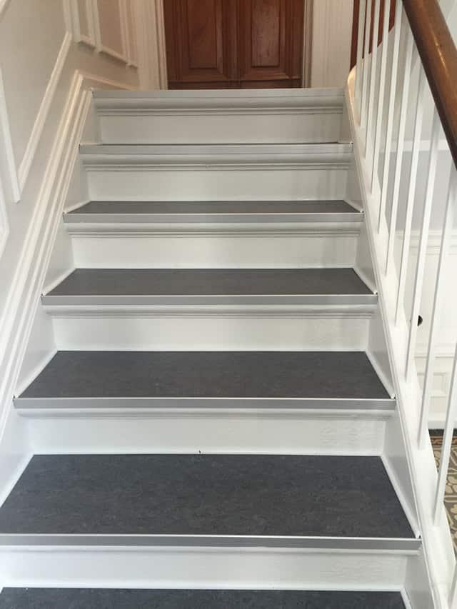 Brune_dør_og_trappe