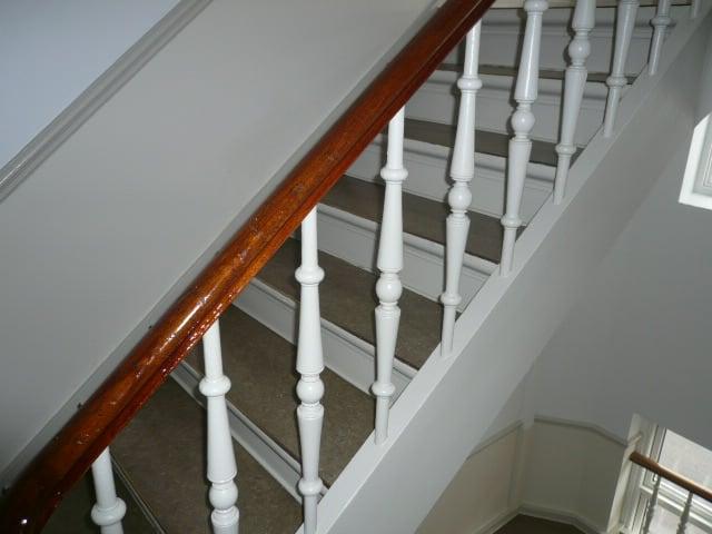 trappeopgang_med_hvidt_gelænder_5