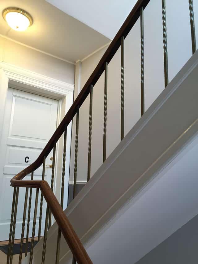 trappe_og_dør_og_gelænder