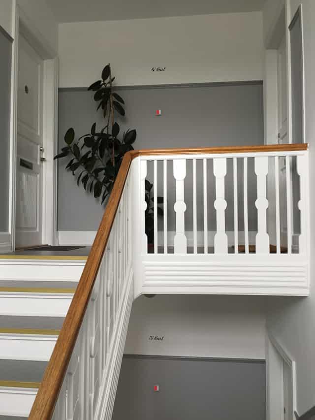 ny_trappeopgang_i_lejlighedskompleks