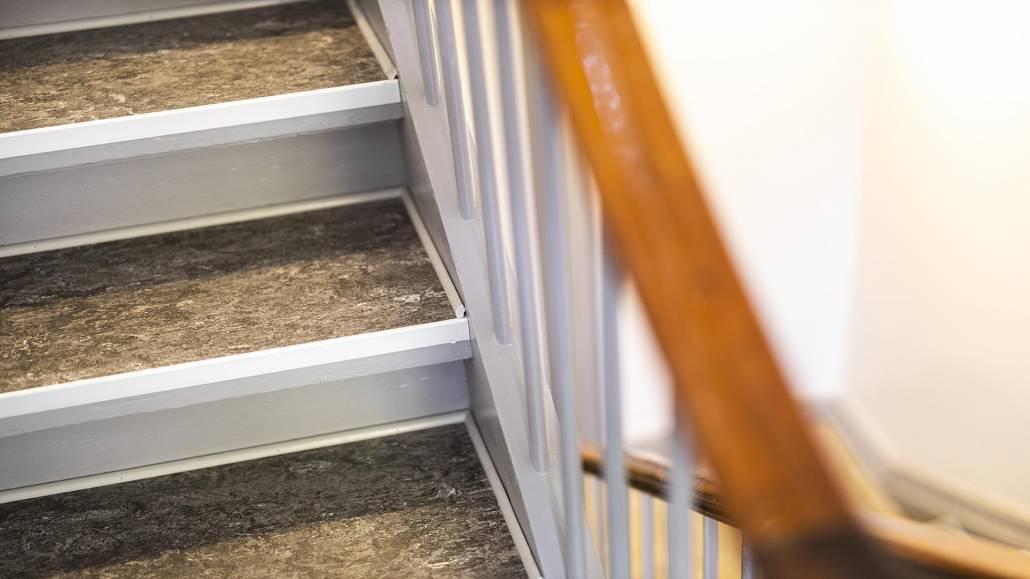 ny_trappe_med_gelænder