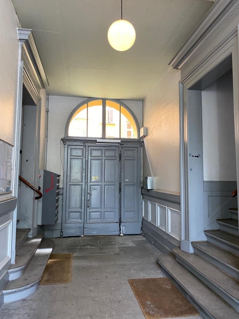 trappeopgang_med_grå_dør