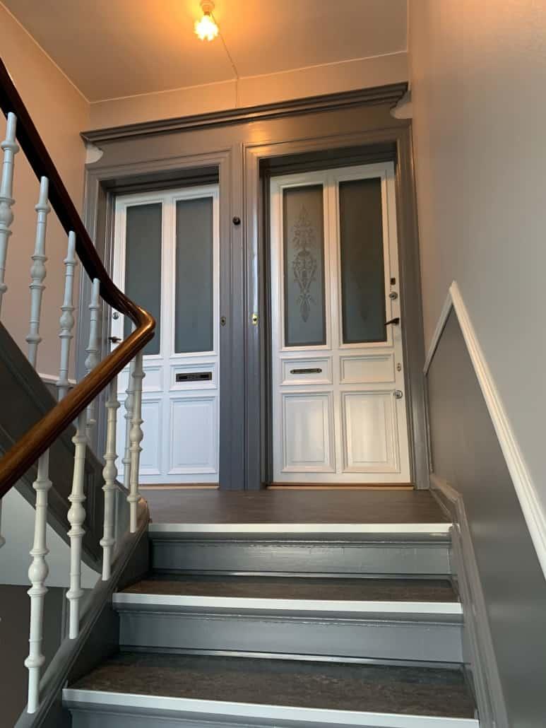 trappeopgang_med_to_døre